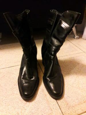 Botas de cuero marca CLONA
