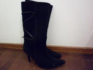 Botas de gamuza negra. Número 40. Nuevas. Impecables.