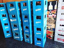 Cajones de cerveza.. Liquido cien pesos cada uno..