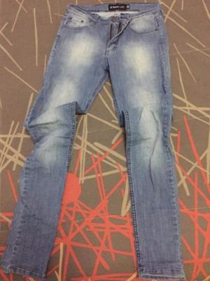 Jeans talle 24 elastizado y chupin $ 300.