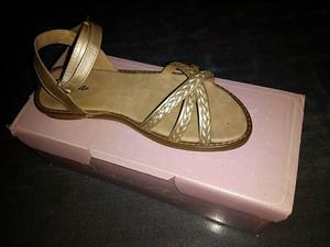 Sandalias Doradas de Verano
