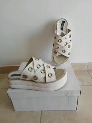 Sandalias gomones blancas número 36