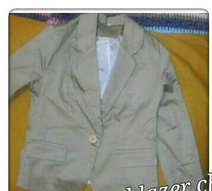 Varias ropa de mujer