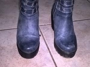 Vendo botas caña media color azul jean