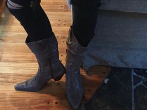 Vendo botas de cuero marrón.