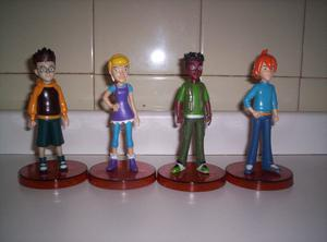 Vendo coleccion completa de 4 muñecos diferentes de pvc de