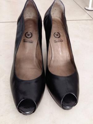 Zapatos Tassitani negros