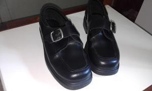 Zapatos (cuero) negro con evillas impecables casi nuevos