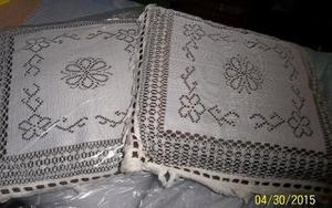 2 almohadones de hilo de coco con flecos y pasa cinta marron