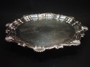 Antigua Bandeja Presentoire de metal bañado en plata