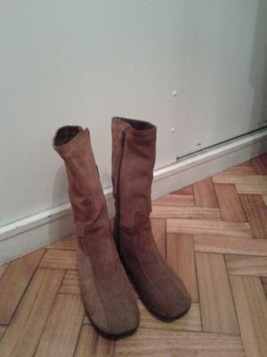 Botas de gamuza, sin uso Nº 36 impecables
