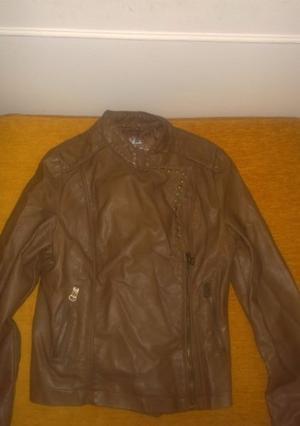 Campera de cuero ecológico color marrón