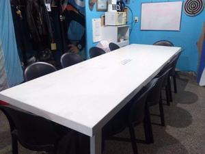 Vendo mesa grande con sillas plasticas