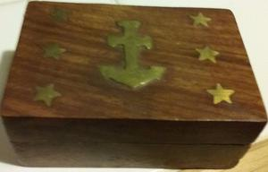 caja de madera de la India con adornos en bronce,ancla y