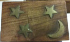 caja de madera de la India con adornos en bronce,luna y