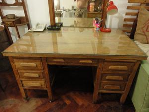 escritorio de roble antiguo