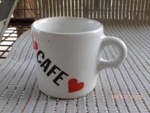seis tacitas d cafe en su cajita