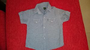 Camisa bb manga corta con botones, talle 5 + remera pirata