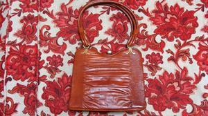 Cartera clásica de cuero marrón