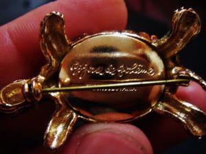 Prendedor tortuga antiguo bañado en oro 18k. made in