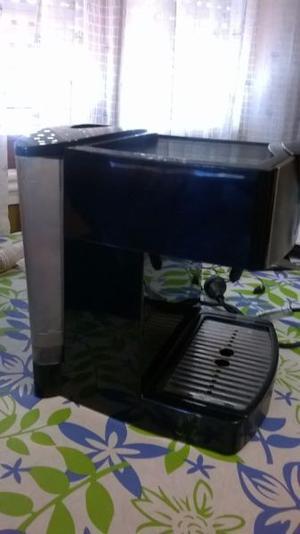 VENDO MAQUINA DE CAFE OSTER