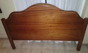 Vendo cama de dos plazas, con respaldo de madera, muy bien
