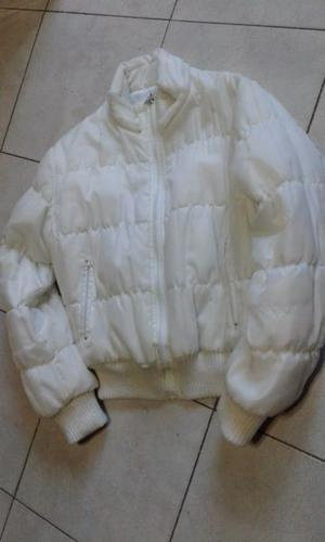 VENDO CAMPERA DE MUJER IMPERMEABLE BLANCA, TALLE M.