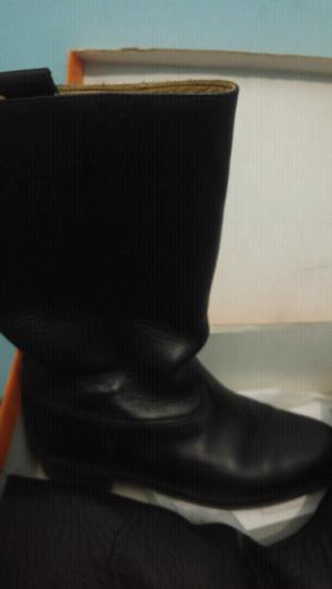 Vendo botas de cuero!!