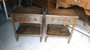 Antiguas mesas de luz estilo colonial