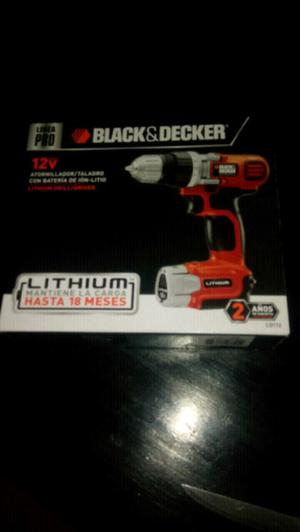 Atornilladora black an decker 12V
