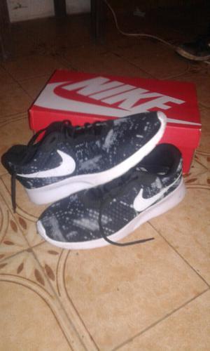 Vendo Nike muy poco uso