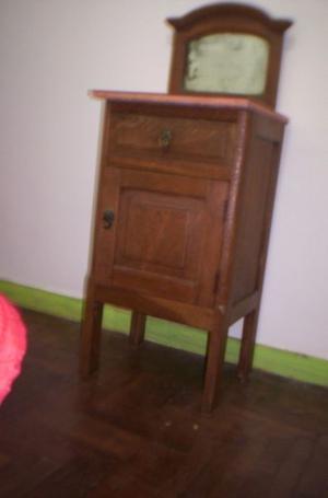 mesa de luz Reina Ana madera masisa de roble,espejo biselado