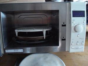 vendo microonda con sus accesorio como esta en la foto