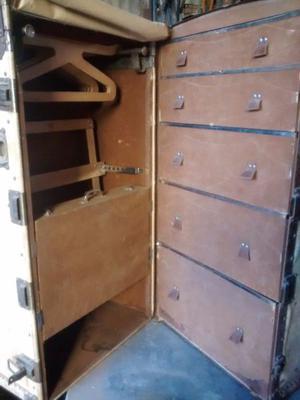 Antiguo baúl ropero
