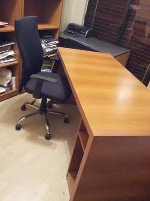 Escritorio y Bibliotecas (ambas Melamina) y silla de