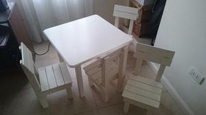 Mesa chica de madera con 4 sillas, para chicos
