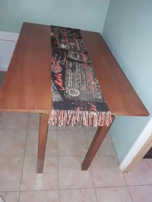 Mesa de MADERA plegable con juego de SEIS sillas.