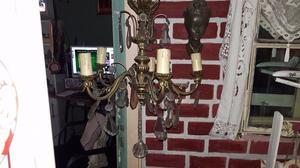araña antigua de bronce con caireles para 5 luces