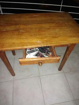 vendo mesa de madera con cajon