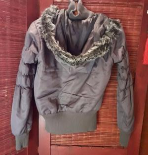 Campera de gabardina mujer, abrigada con capucha