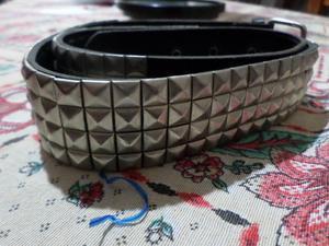 Cinturon de cuero con tachas de 4 filas.