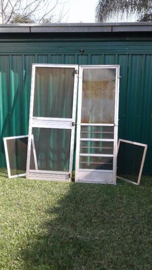 Puertas y ventanas mosquiteros de aluminio