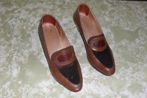 Zapatos Clásicos Marrones De Cuero Con Gamuza