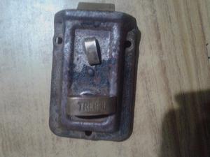 vendo antigua cerradura marca trebol de bronce y hierro