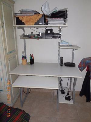 vendo escritorio para compu y para impresora muy buen estado