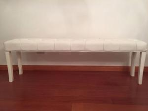 Banqueta pie de cama en ecocuero blanco con capitone