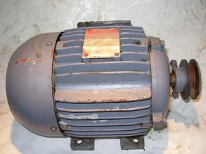 MOTOR ELECTRICO TRIFÁSICO 1,5 HP*, Usado funcionando