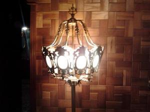 lampara de diseño antiguo.-
