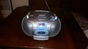 radiograbador portátil noblex con reproductor de cd.