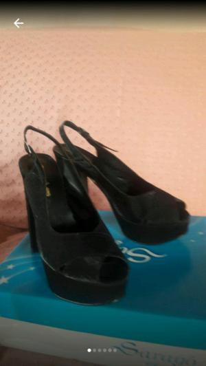 Sandalias de raso n°40.